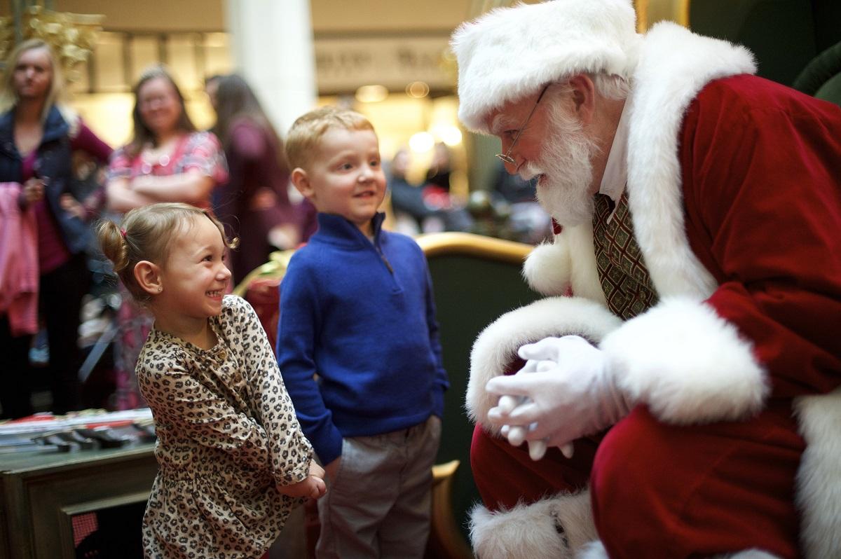 Virtual Santas are replacing real mall Santas — and kids don't seem to mind