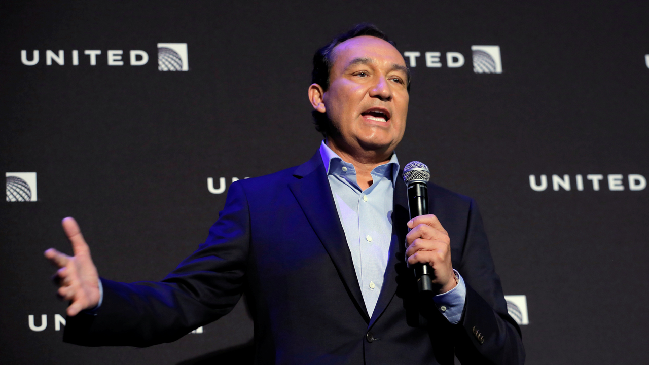 United CEO Munoz to step down, become executive chairman
