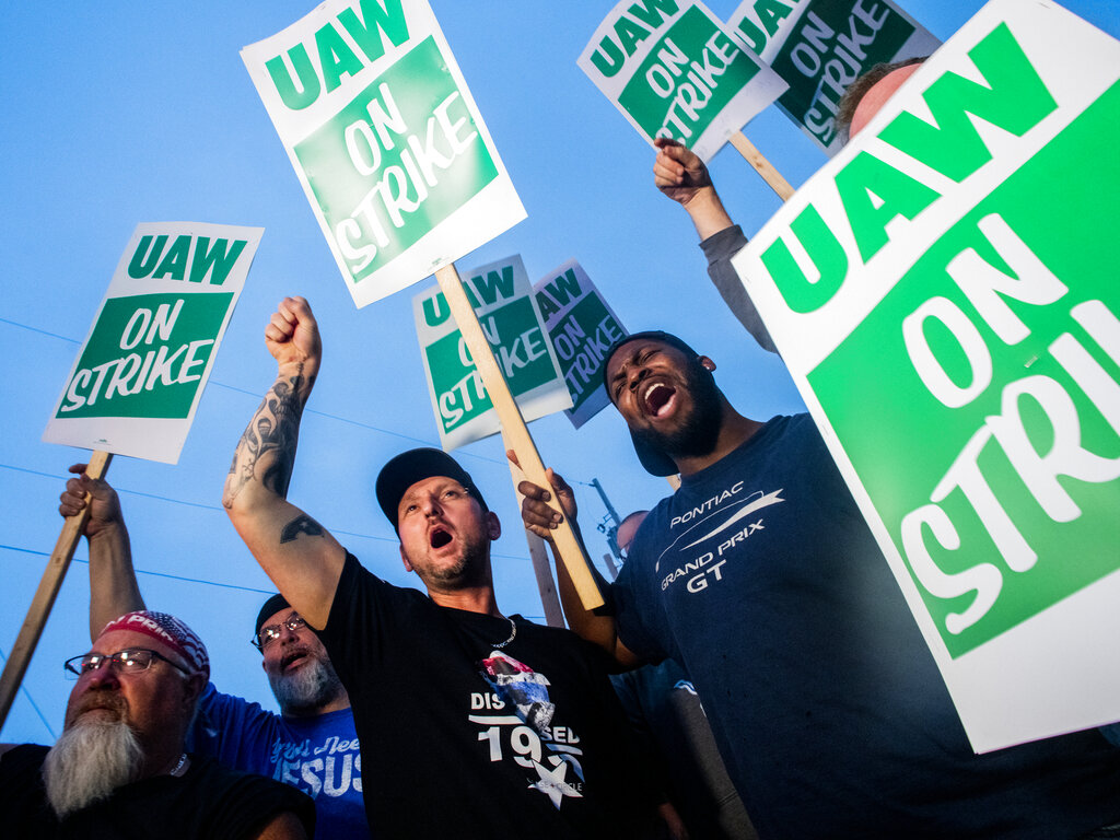 UAW slams GM for 'playing games' at expense of workers