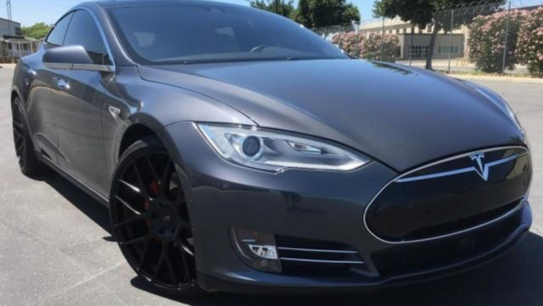 Tesla fires back at 'sudden acceleration' accusations