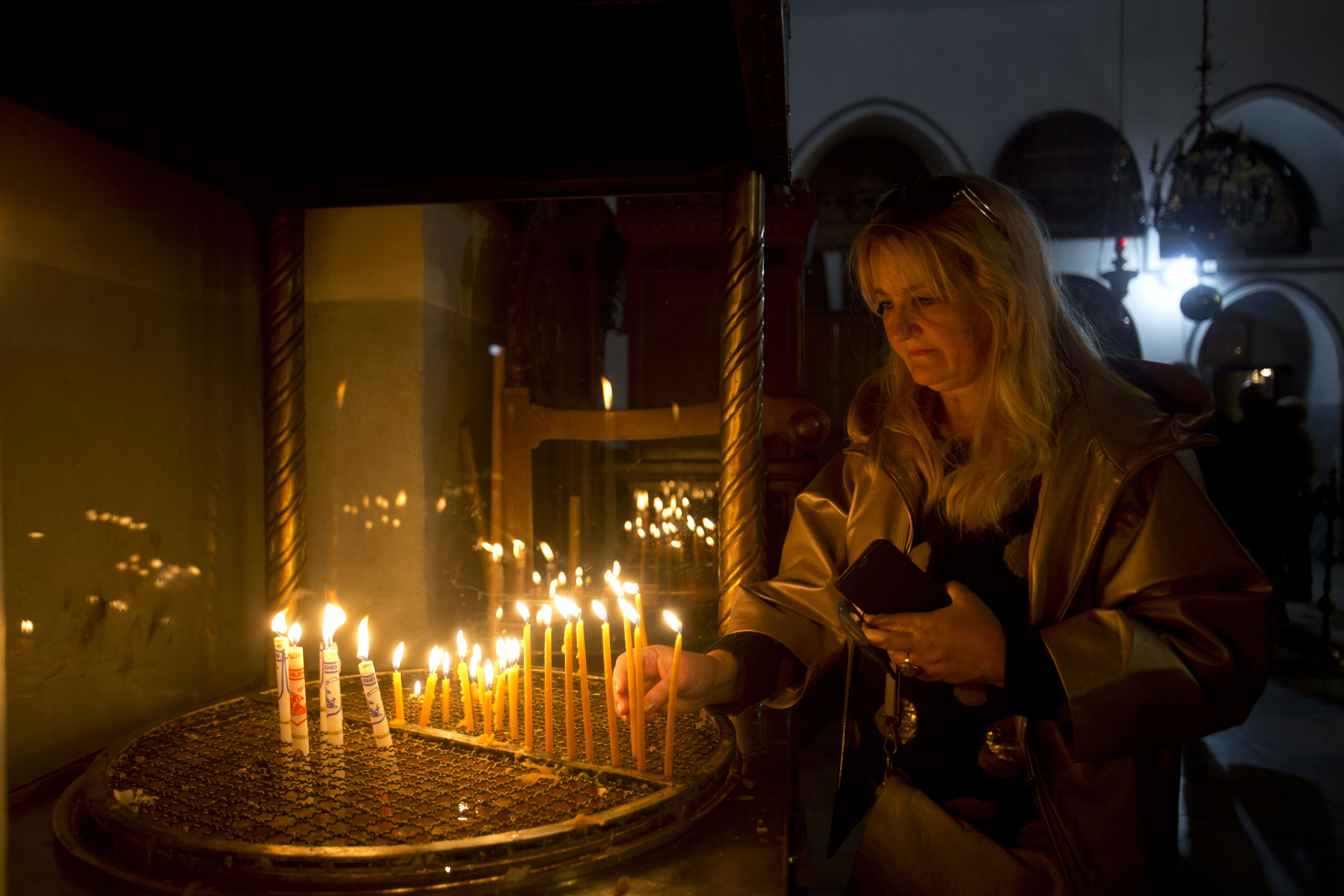 Christian pilgrims head to Bethlehem by the thousands for old-style Christmas