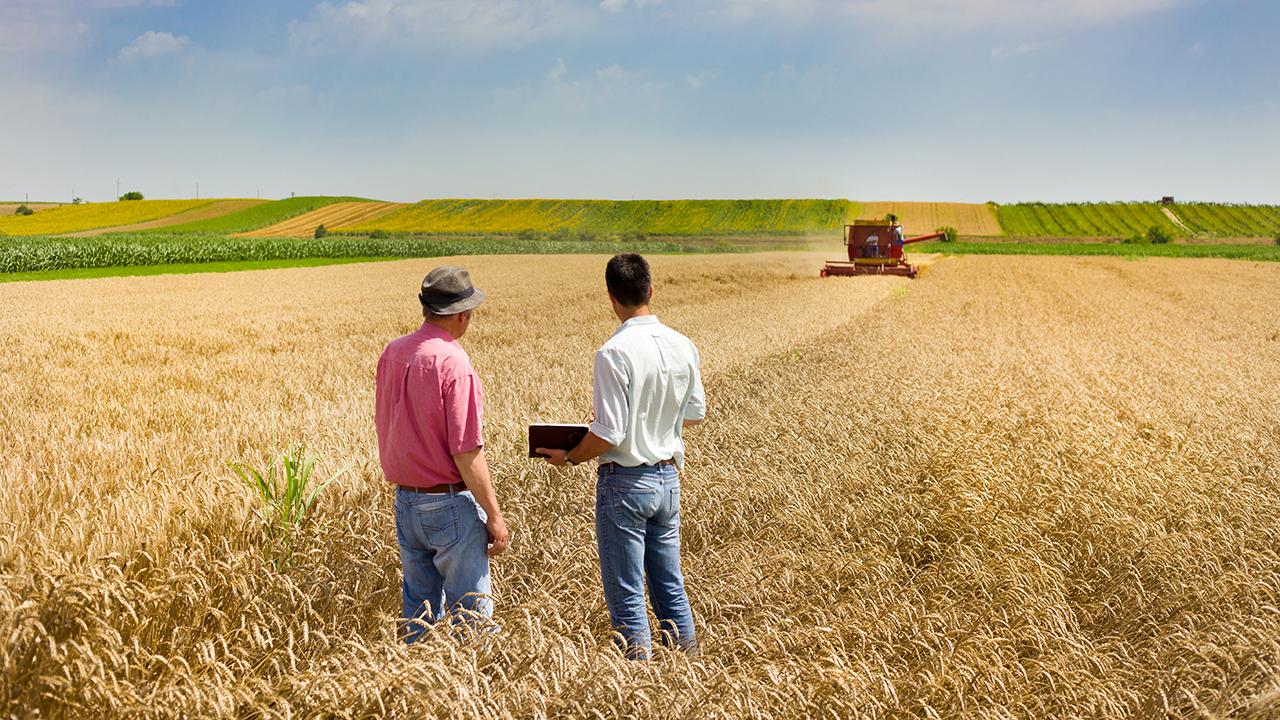 Iowa caucuses: Farmers eye trade as key issue