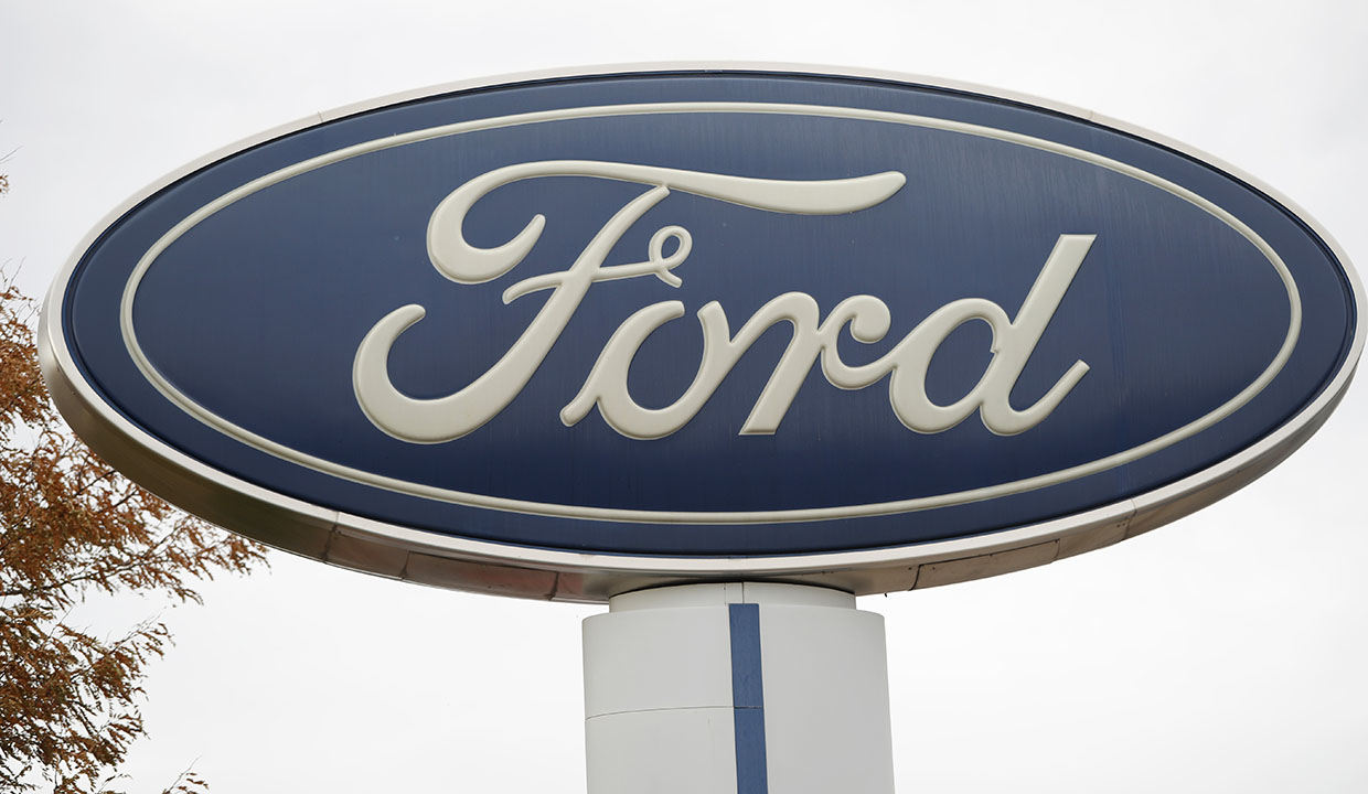 Automakers Ford, General Motors and Fiat Chrysler plan to restart production amid coronavirus May 18. FOX Business' Ashley Webster with more.