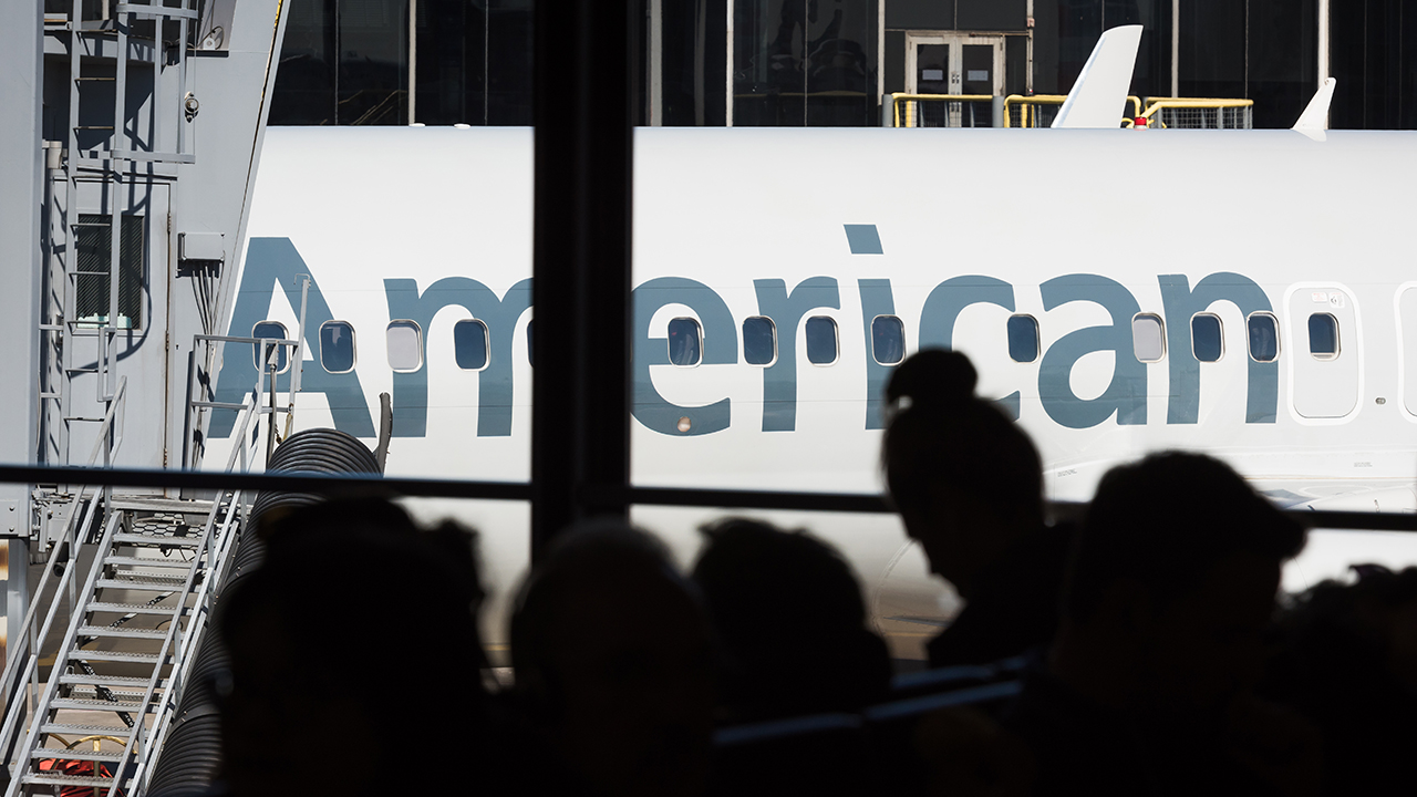 Fox Business Briefs: 2.1 million people filed for unemployment benefits for the first time last week; American Airlines is cutting 30 percent of its administrative staff and management, about 5,000 employees.