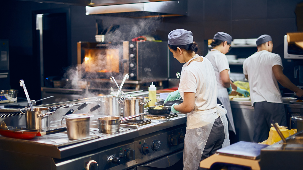 Charter Holdings CEO Ray Washburne argues the restaurant industry is on track for more permanent closures without more PPP money.