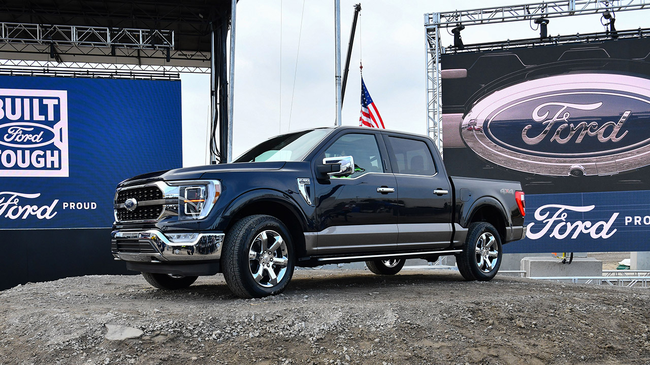 Ford President Kumar Galhotra tells Fox News Autos' Gary Gastelu that the automaker is in a good position to take advantage of Biden's plan to electrify the federal vehicle fleet.