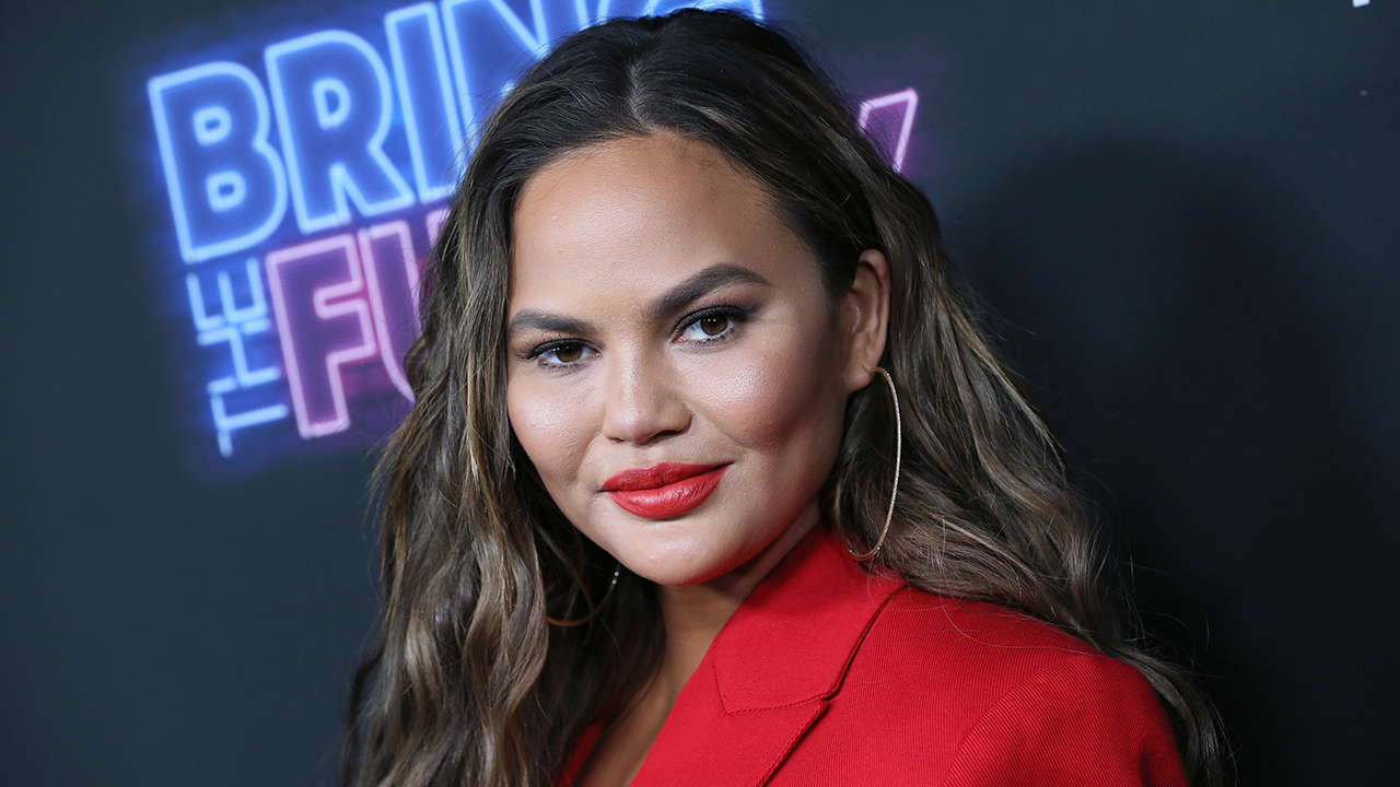 Companies begin to distance themselves from Chrissy Teigen amid tweet controversy. Fox News Headlines reporter Carley Shimkus with the latest.